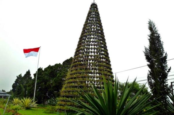Menara bunga di Tomohon, Sulawesi Utara.