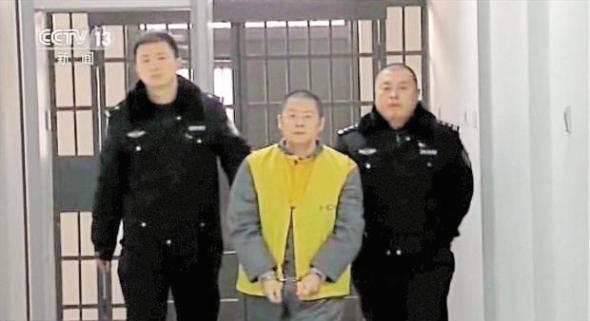 Ding Ning, pendiri Ezubao saat ditangkap polisi.