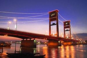 Jembatan Ampera, Palembang. (anekatempatwisata.com)