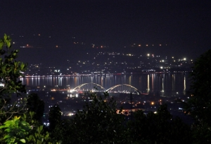 Kota Palu di malam hari (www.indiramalik.com)