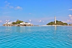 Pulau Lengkuas, Belitung (www.idtempatwisata.com)